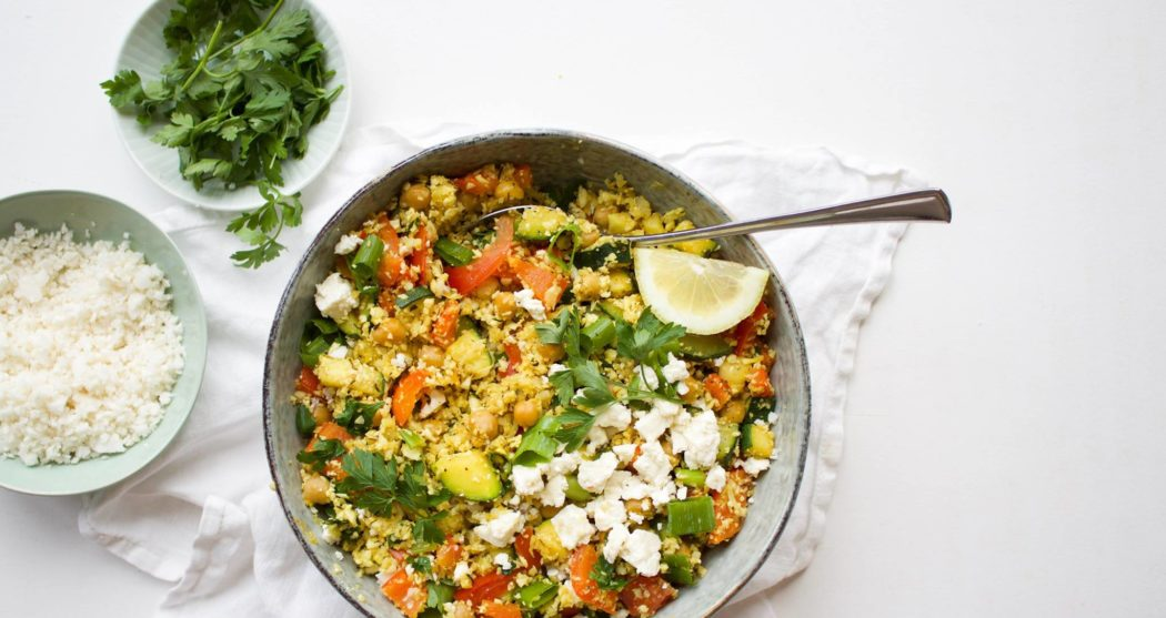 Bloemkoolcouscous met groenten, feta en peterselie
