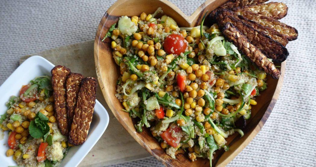 Frisse-quinoasalade-met-pittige-tempeh