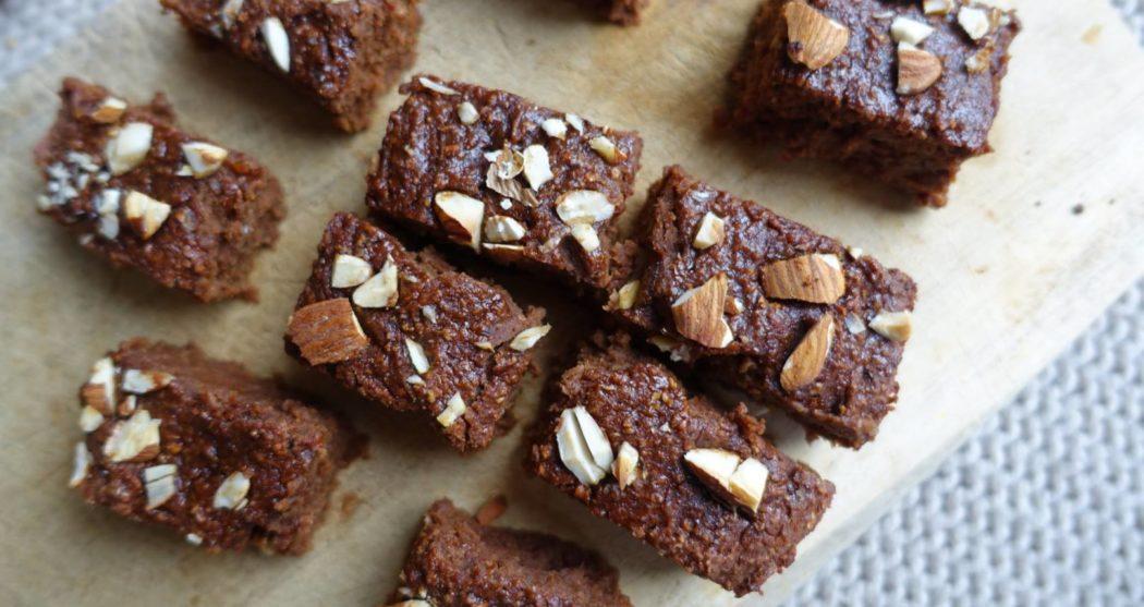 Smeuïge-brownies-met-amandelen