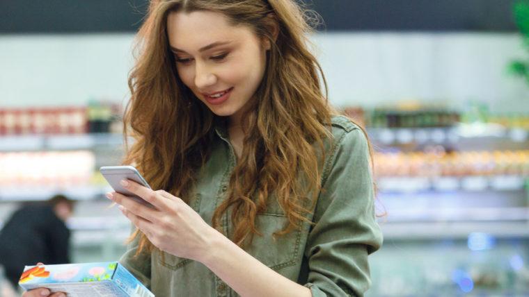beeld vrouw in supermarkt 2018