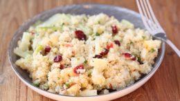 Beeld Quinoa salade met appel, cranberries, venkel