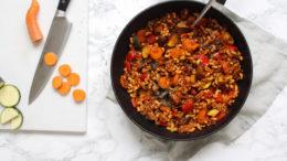 Macaroni met tomatensaus en linzen - Wakker Dier