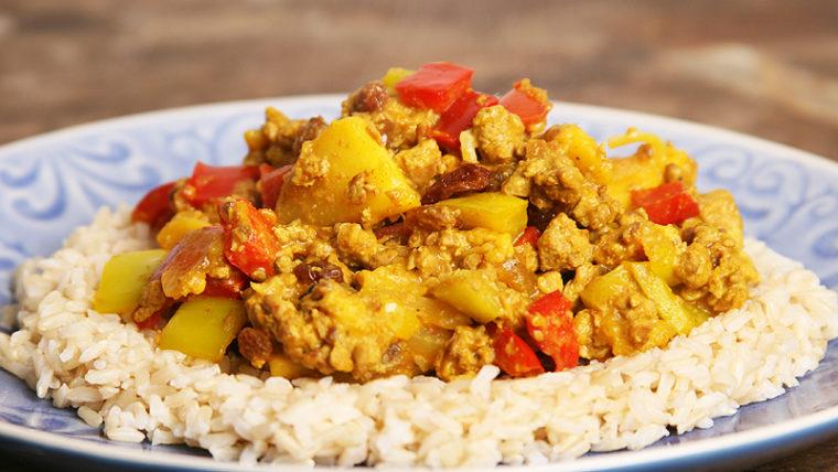 Kerrieschotel met vruchten en vega gehakt - Wakker Dier