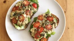 Sandwich-met romige kikkererwtensalade