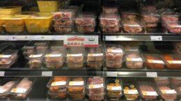 Beeld: supermarktschap verse kip